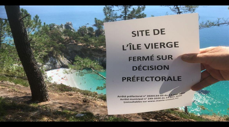 À Crozon ( Finistère) , la  plage de l'île de la Vierge est fermée